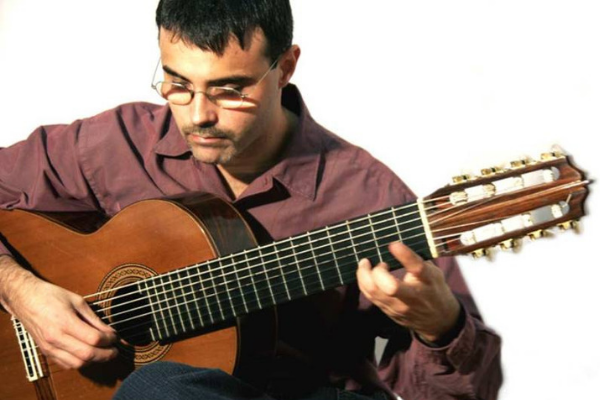 Maurício Marques integra a programação do maior concerto de violão do Brasil
