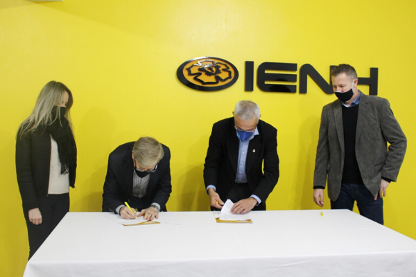 Faculdades EST e IENH formalizam parceria