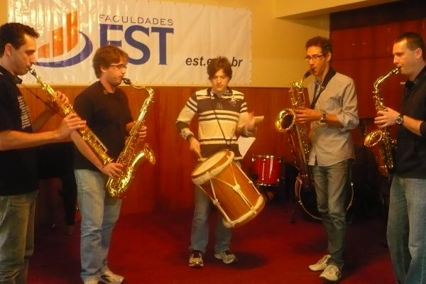 Barlavento adquire saxofones fabricados com exclusividade para o quarteto