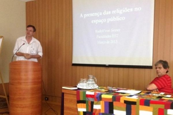 Von Sinner palestra sobre a presença das religiões no espaço público