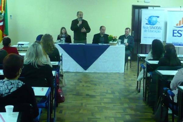 Tema da inclusão pauta encontro de professores da Rede Sinodal