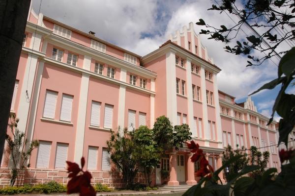 EST completa 66 anos e amplia a oferta de cursos