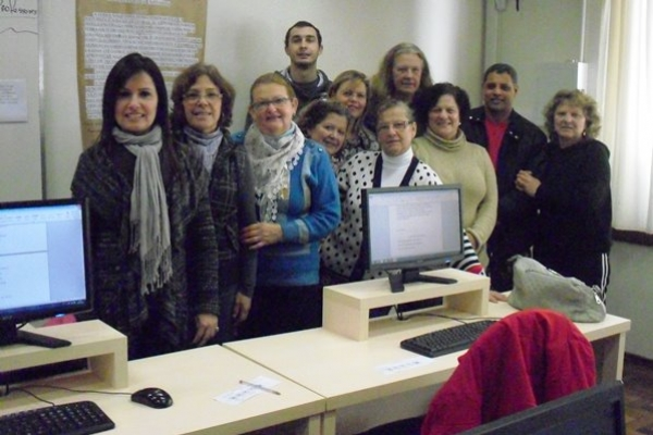 Grupo de mulheres organiza espaço de troca solidária