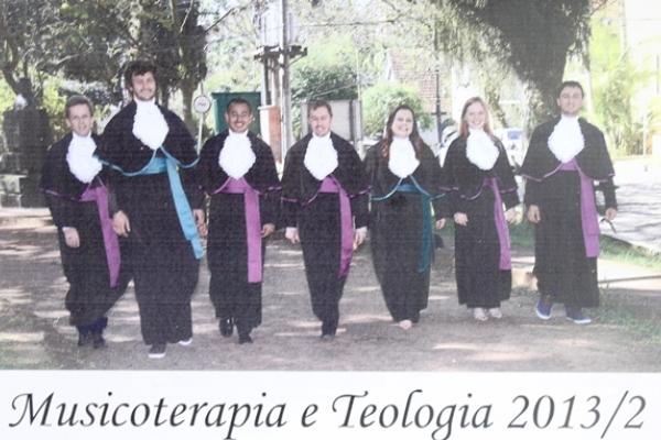 Faculdades EST celebra formatura da Teologia e da Musicoterapia