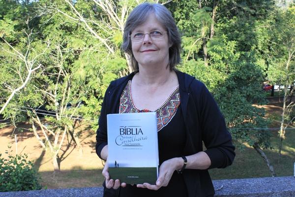 SBB lançou Bíblia comentada por psicólogos e psiquiatras