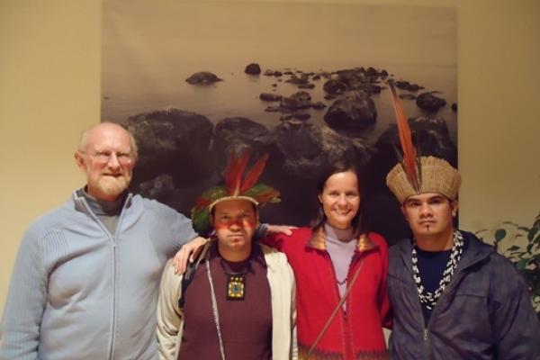 Representantes do COMIN abordam a situação indígena brasileira em viagem internacional