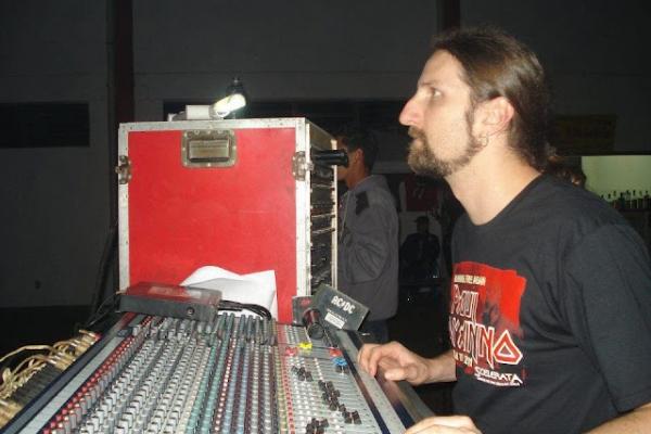 Estudante da EST atuou ao lado de ex-vocalista do Iron Maiden