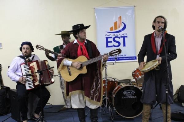 EST e CLTG promovem Blitz Cultural na Avenida Independência