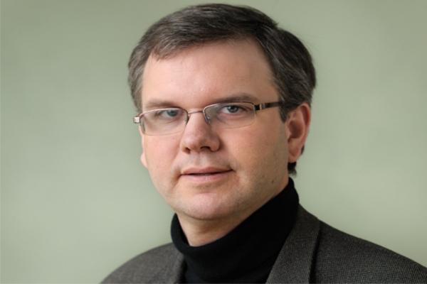 Professor publica estudo sobre as igrejas e a democracia no Brasil