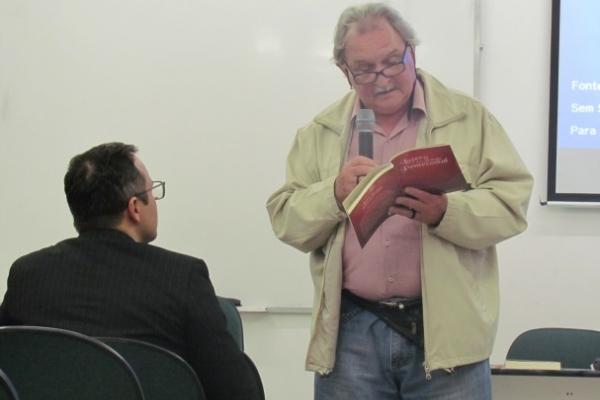 Roberto Zwetsch faz lançamento do livro Lutero e a Teologia Pentecostal